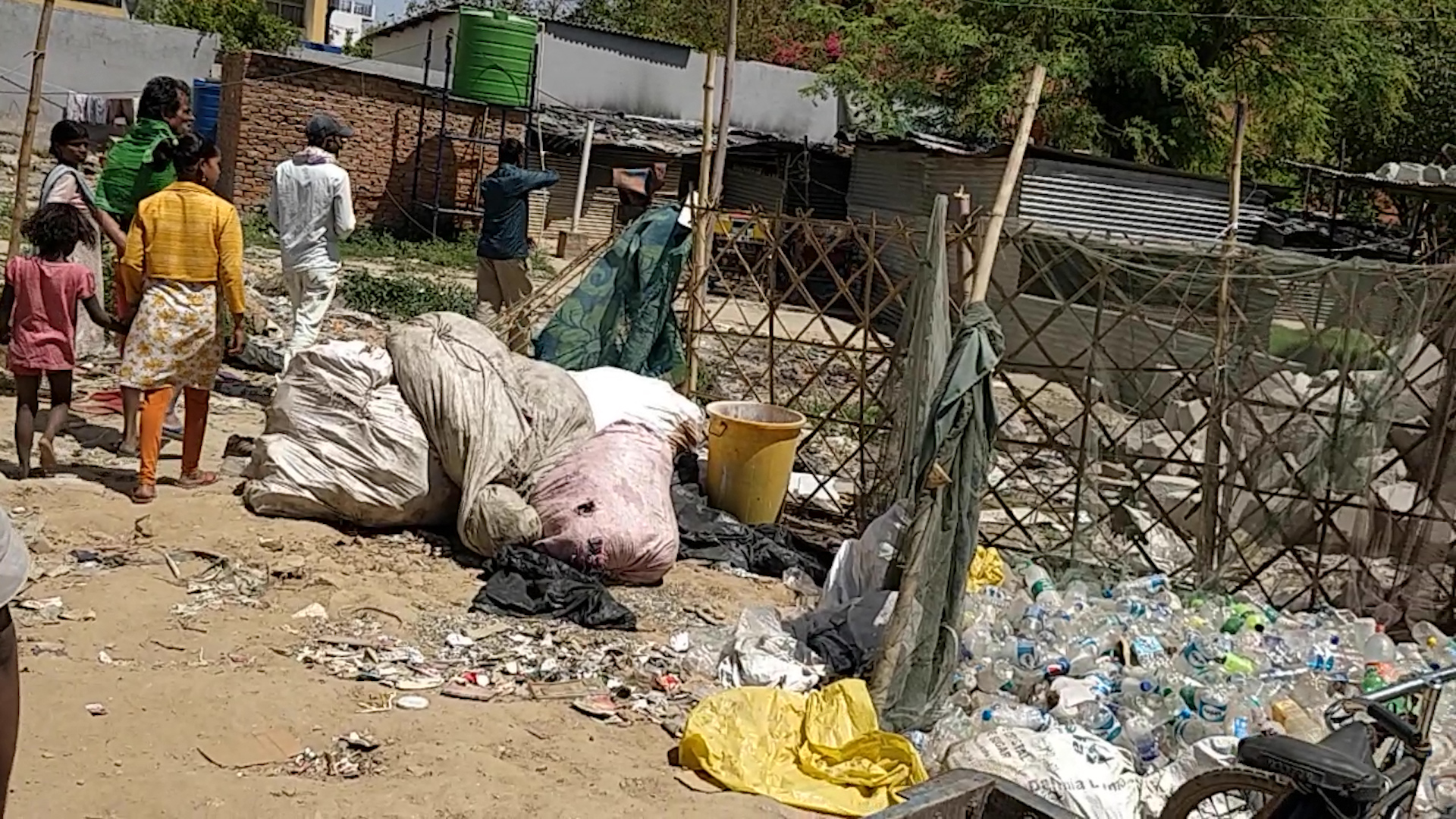 Trash has accumulated at the slum since the lockdown began | ThePrint