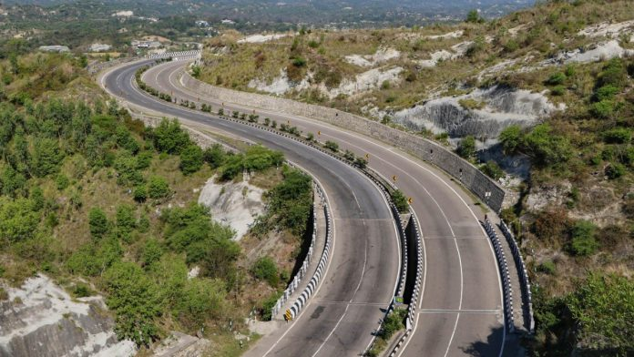 Jammu-Srinagar highway wears a deserted look during the nationwide lockdown to contain the spread of the coronavirus | PTI
