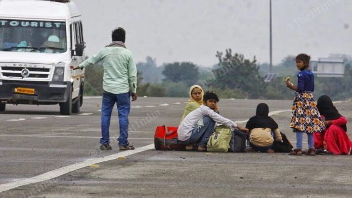 Daily wage labourers stranded in Yamuna Expressway