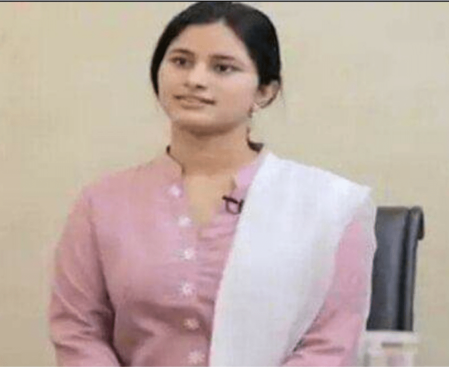 Daroga's daughter Visakha became IAS, broke the record by securing sixth rank in UPSAC exam