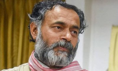 Yogendra Yadav tries to force into negotiations after being thrown out