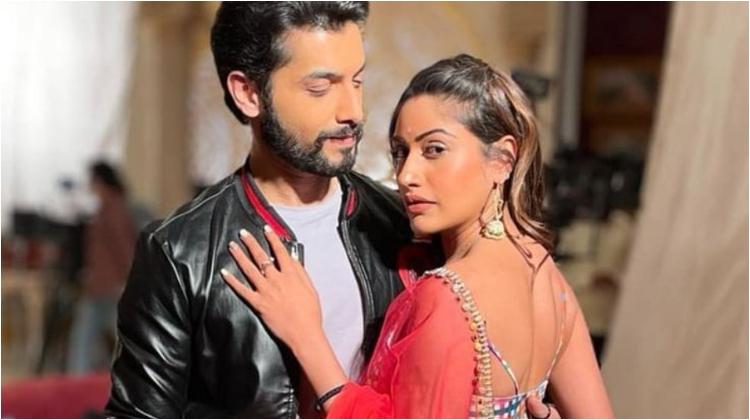 Naagin 5: Surbhi Chandna and Sharad Malhotra leave fans besotted as VaNi   Bollywood Bubble