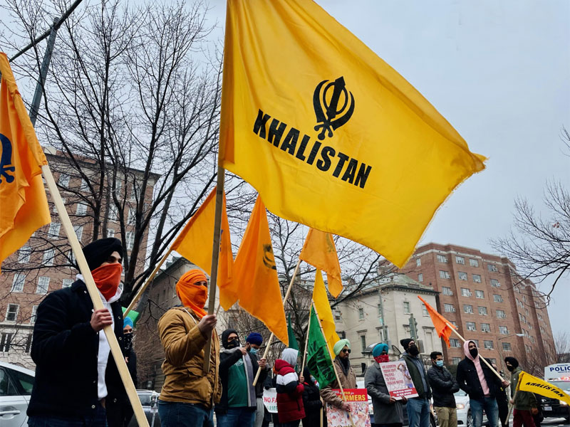 USA: Khalistani supporters wave flags, protest outside the Indian embassy in Washington DC