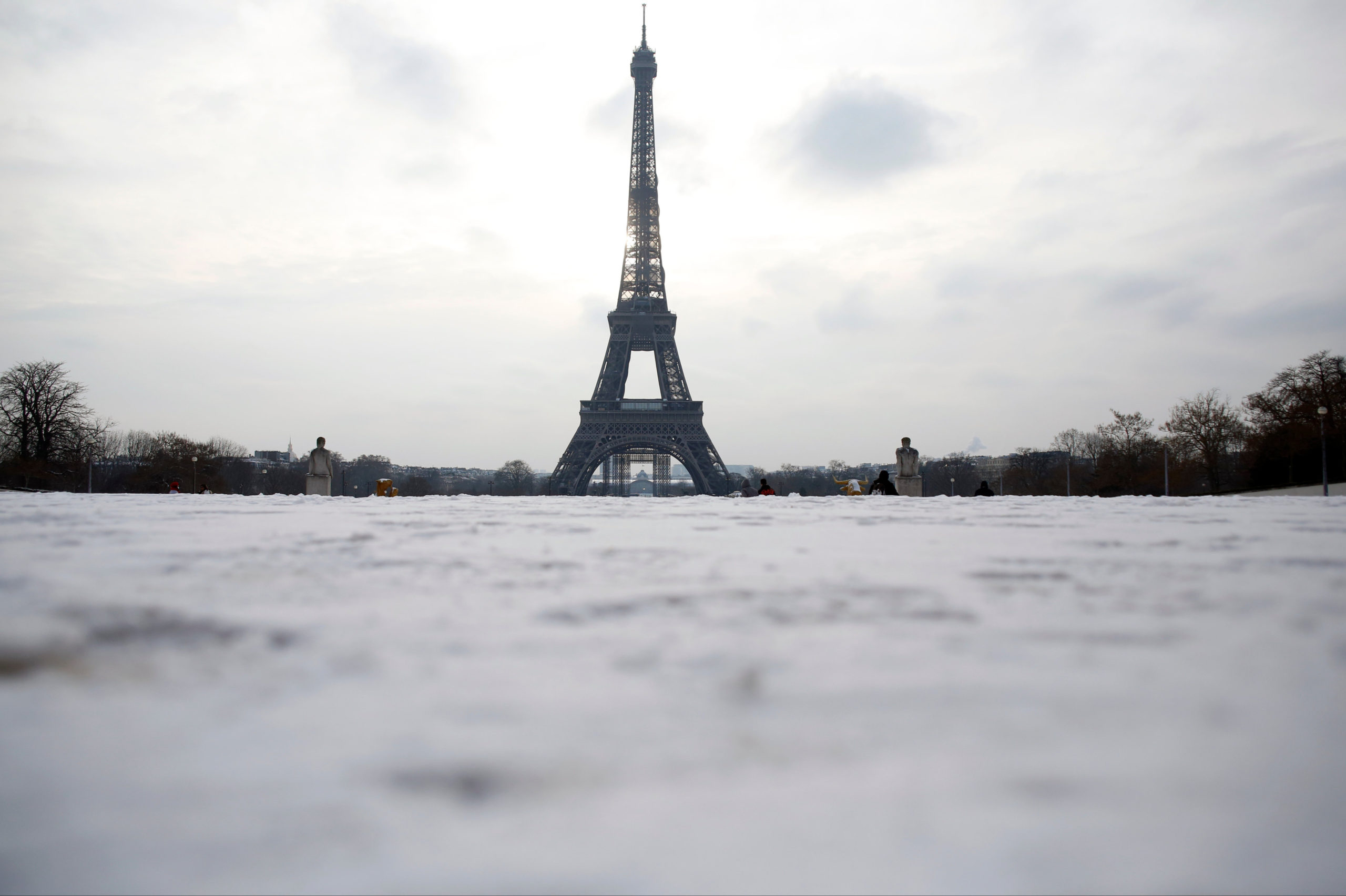 Eiffel Tower workers use blowtorch to clear ice from monument
