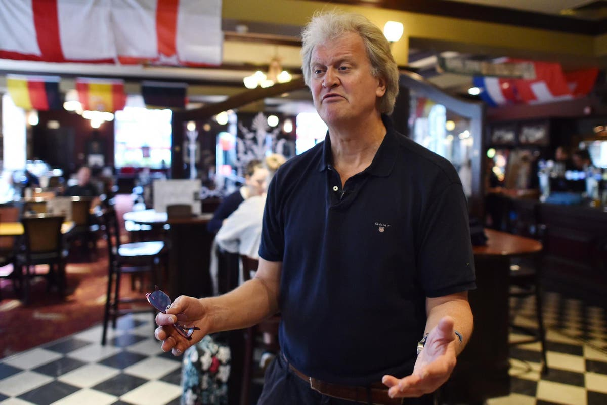 JD Wetherspoon's Tim Martin calls for pub industry to reopen at the same time as non-essential shops