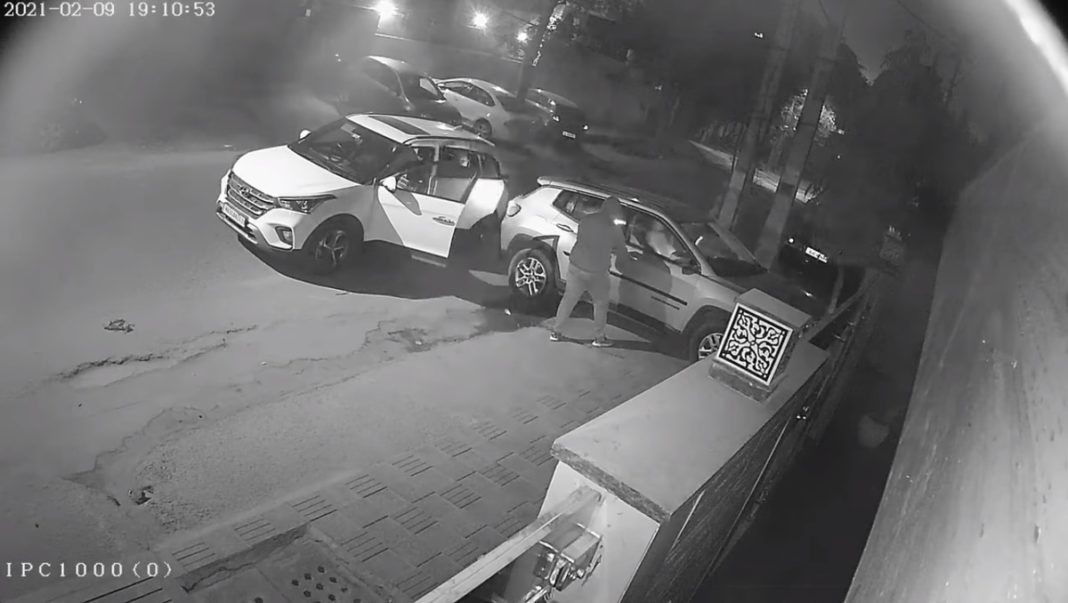 Jeep Compass Stolen From Outside Owner's Residence In New Delhi – Video