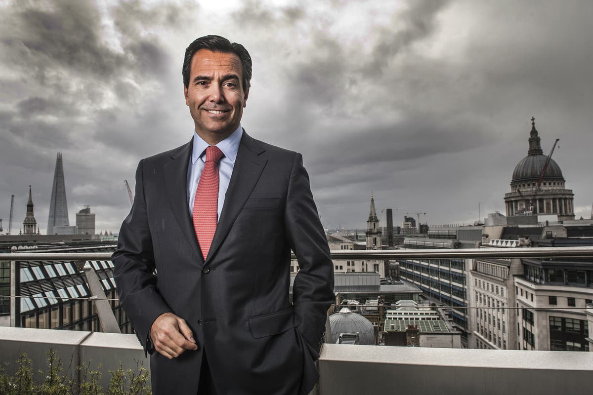 Lloyds beats City forecasts and returns to dividends