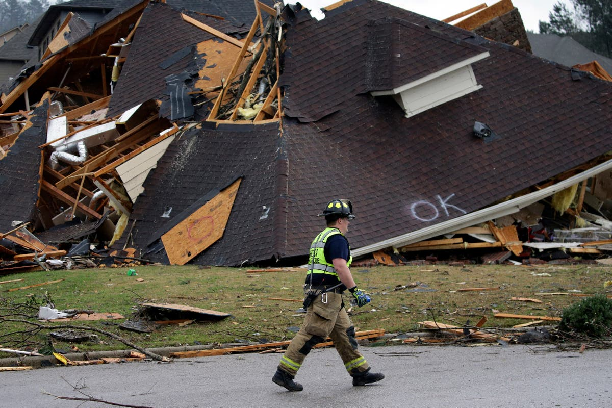 Five killed as tornadoes rip through Alabama ripping planes apart