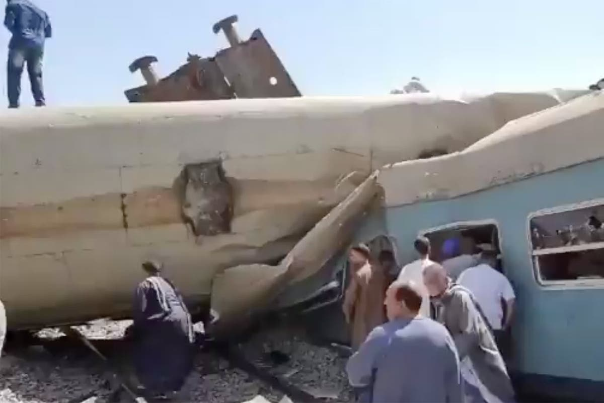 At least 32 dead as two trains collide in Egypt
