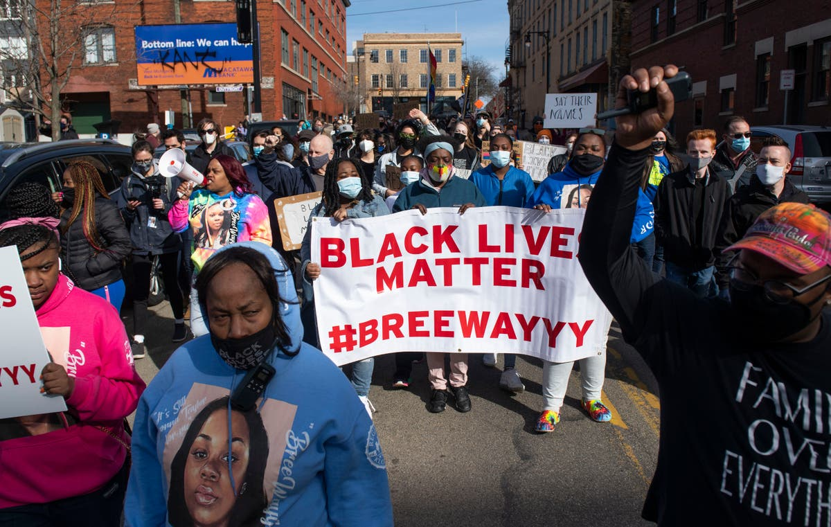 Hundreds attend rally on anniversary of Breonna Taylor's death