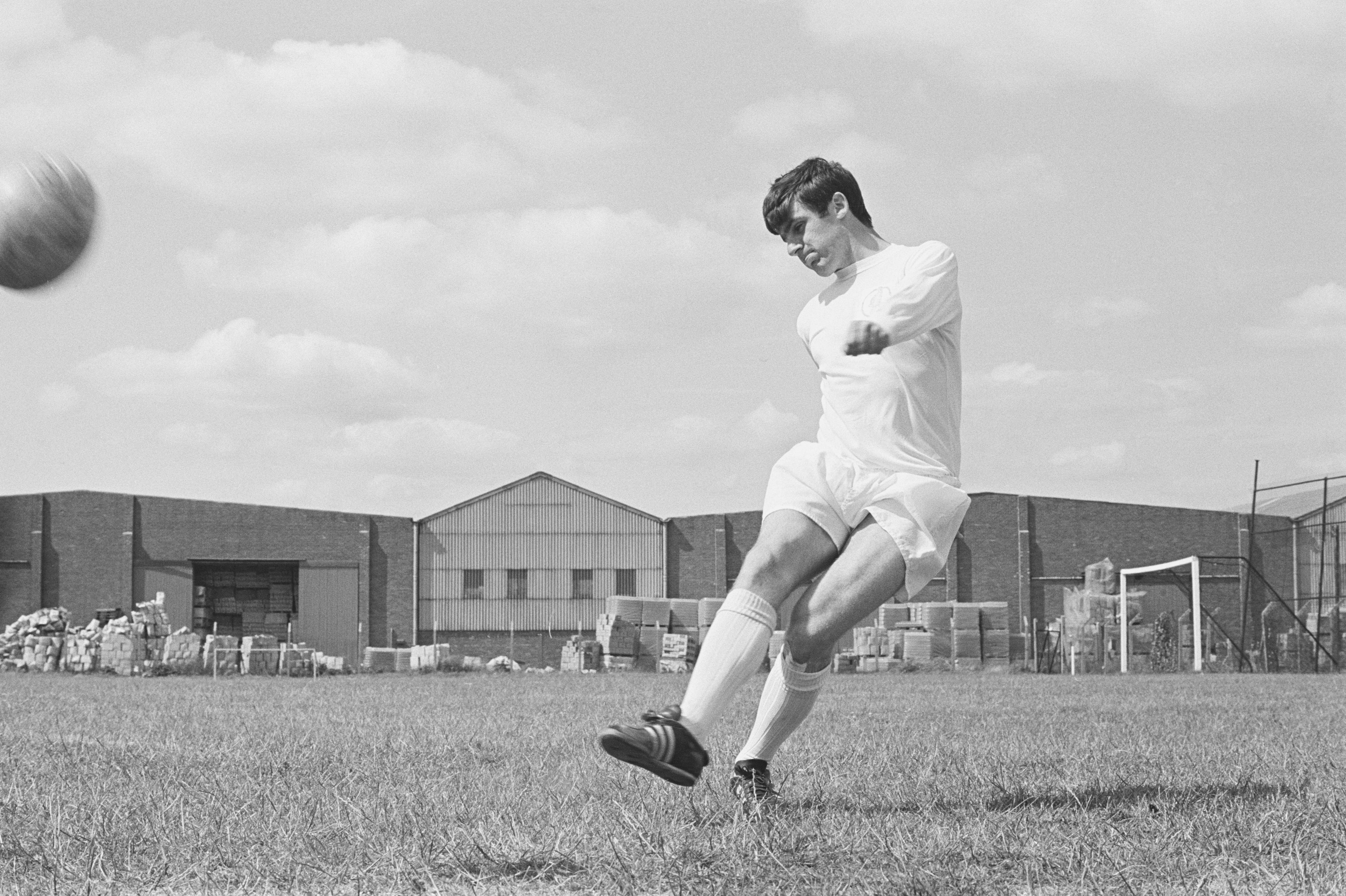 Peter Lorimer obituary: The Leeds United legend who played at 90 miles an hour