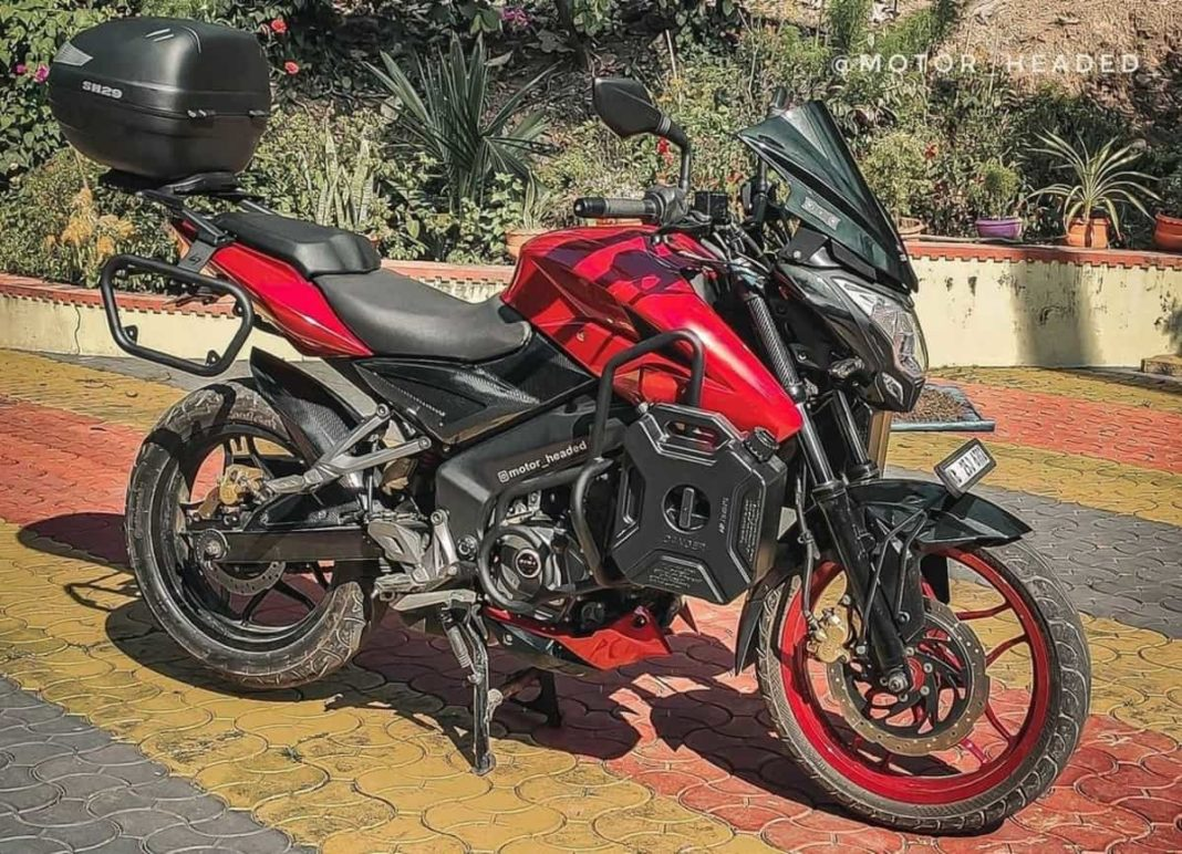 Bajaj Pulsar NS200 modified side angle