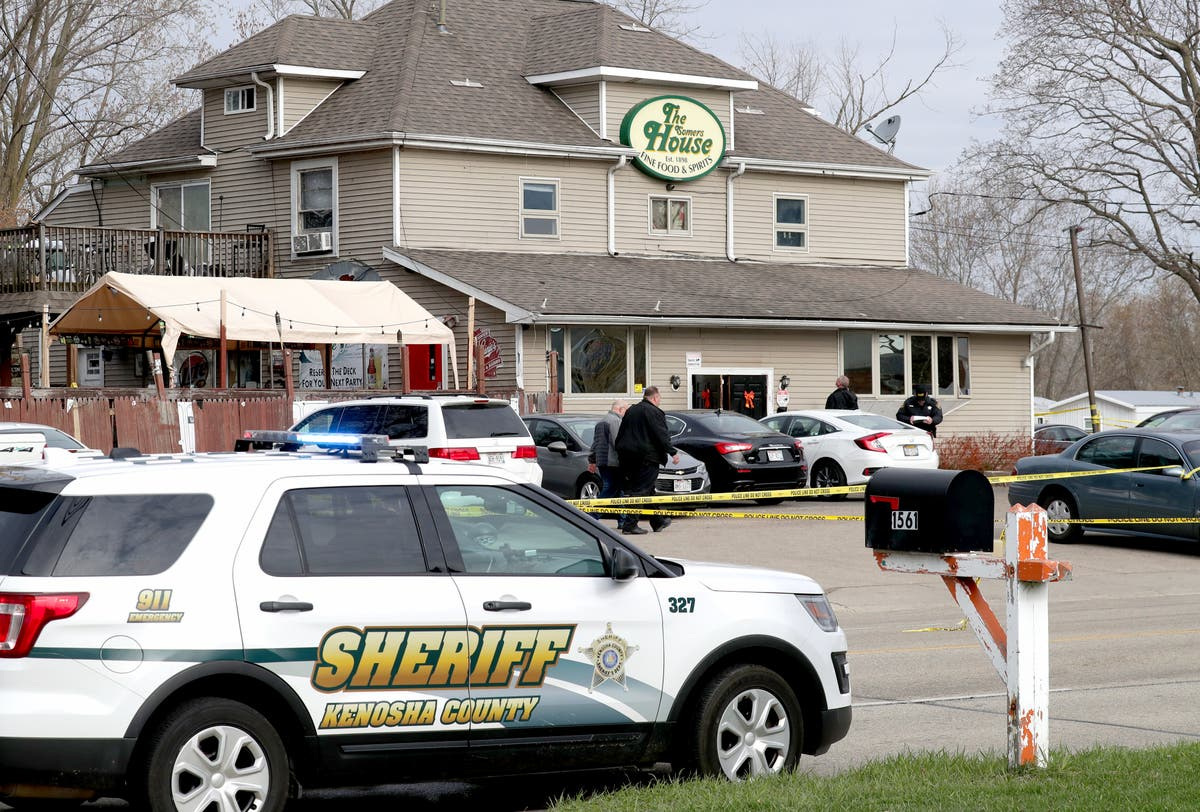Three killed in tavern shootout after gunman 'kicked out of bar'