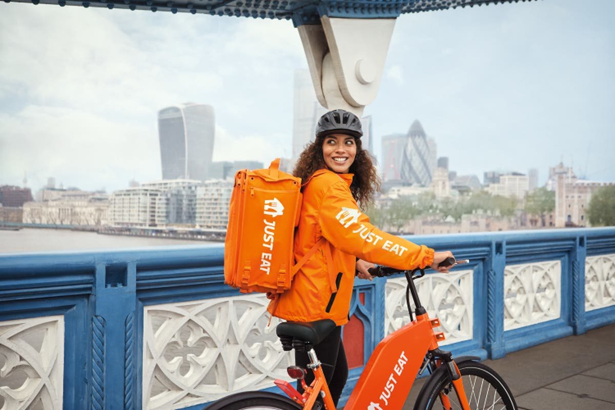 "As Deliveroo shares fall again, 2000 Just Eat riders move to full ""employee"" status"