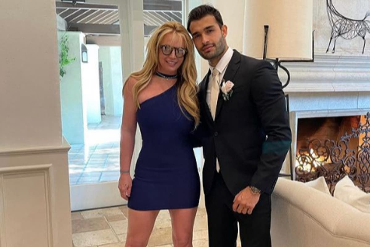 Britney Spears attends wedding ahead of conservatorship hearing