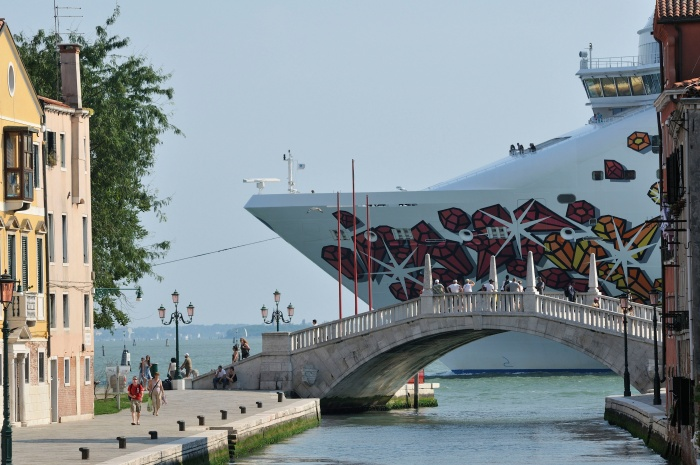 Cruise ships banned from centre of Venice