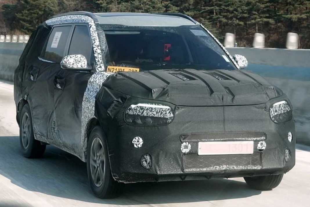 India-Bound Kia MPV (Ertiga Rival) Spied For The First Time