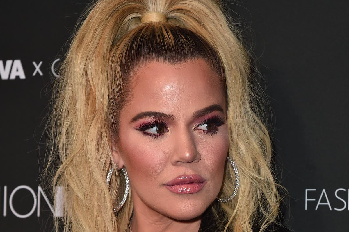 Khloe Kardashian tries to get unfiltered photo removed from social media