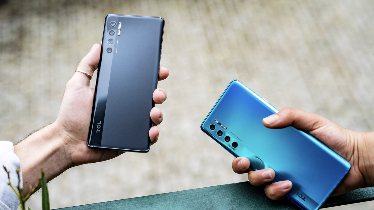 The TCL 20 Pro 5G in Moondust Gray and Marine Blue.