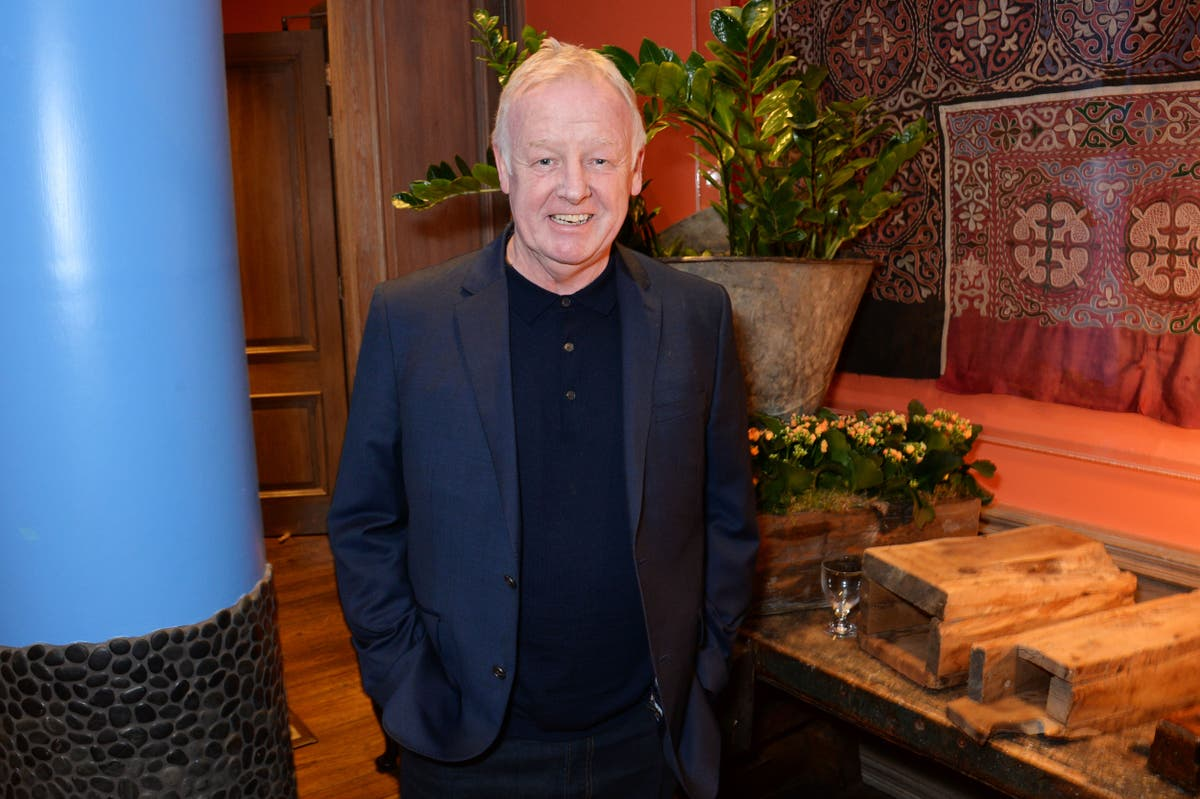 Les Dennis to make his opera debut in a new production of HMS Pinafore