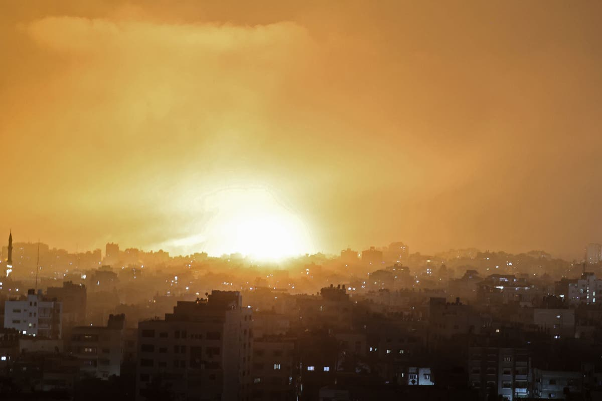 Family 'wiped out' in air strikes on Gaza