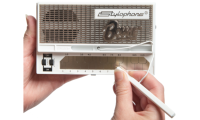 Person holding a Dubreq Bowie-edition Stylophone